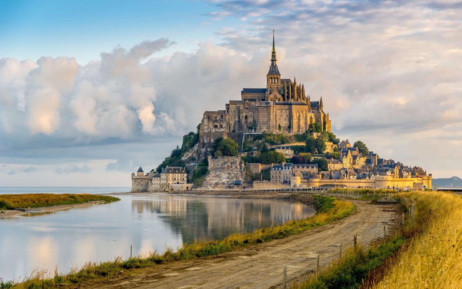 Hòn đảo nhỏ nhất nước Pháp Mont Saint-Michel