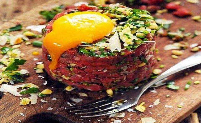 Món Steak Tartare - Những món ăn bạn phải thử một lần khi đi du lịch Pháp